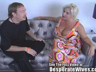 Desperate moglie claudia marie eats cum!min
