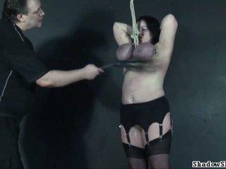 Tit hanging setrap of diwasa roped slavegirl