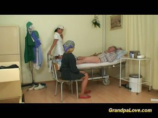 Abuelo nena follando la enfermera