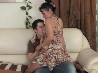 Mesum brunette mom aku wis dhemen jancok enticing young jago for some harcore pumping