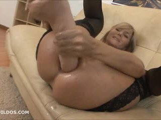 Grande brutal anal dildo e squirting