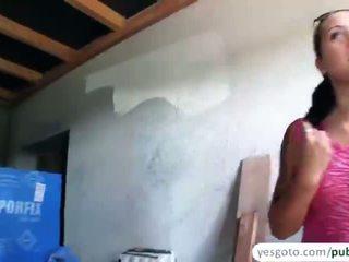 Verlegen agata gives een pijpen en geneukt in publiek in exchange van cash
