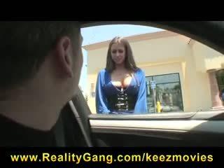 Възбуден big-tit уличница порно звезда rachel roxxx fucks strangers big-dick