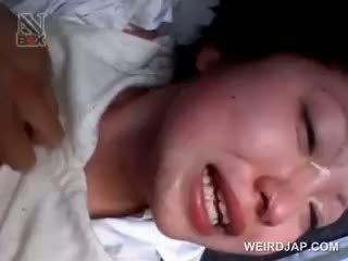Aasia kool beib gets sexually kuritarvitatud sisse a van