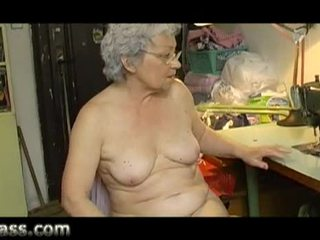 Otthon készült amatőr bögyös régi nagyi maszturálás kövér punci videó