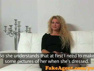 Fakeagent curly blondinke seks goddess v kasting