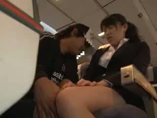 Kvinne kvinne famlet og knullet i en virksomhet airliner