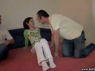 Knull hans flickvän och andra pojke fims det