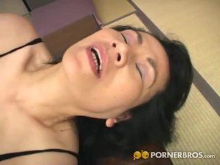 Porner premium: vyzreté ázijské kurvička gets toyed s a vibrátor