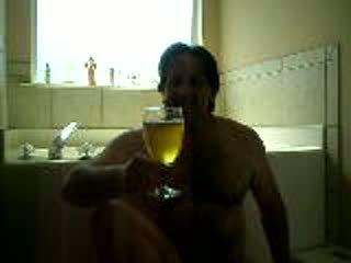 Tom pearl drinks sua próprio piss
