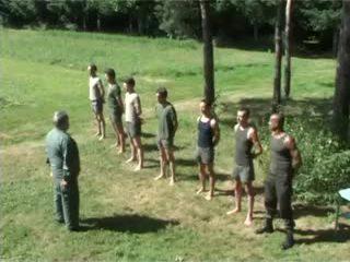 Hazed армия undress