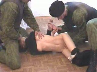Two hadsereg men brutalize terrorist videó