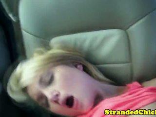Loira bonita jovem grávida hitchhiker pounded em carro