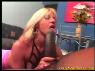 Racy blondin receives enormt boner