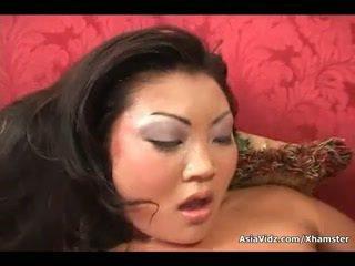 Likainen aasialaiset whore imaista ja ratsastaa anally a rasva musta mulkku