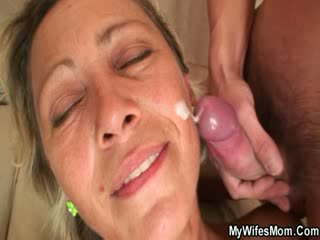 Spunk shot on mature face