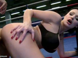 Aletta ocean receives henne söta gap körd i en boxning ring av en hård kuk