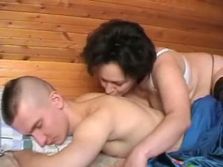 I pirë ruse nënë seduces the youth