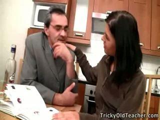 Adorable brunette rosebud has sexe mature maître