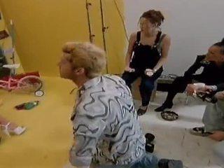 Two verdorben lesbisch modelle essen jeder andere aus auf camera