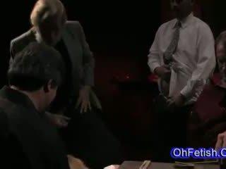 Kuum noor blond beib tied ja imemine vanem cocks