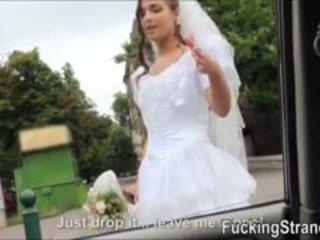 Dumped jeune mariée amirah adara public baisée
