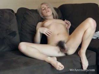 To włochate blondynka selena looks jak an anioł
