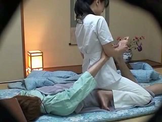 Hotel masseuse used por hotel guest