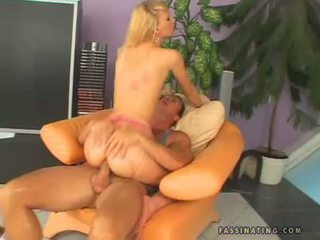 Hawt nana gitta blond receives sprayed sur son warm throat