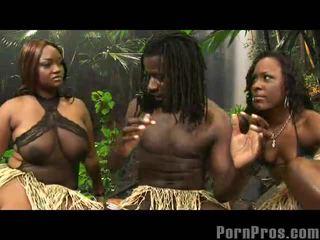 Wanita menunjukkan pantat/ punggung latin