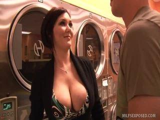 Insanely เซ็กซี่ ผู้หญิงสวย claire dames rides dong til เขา cums