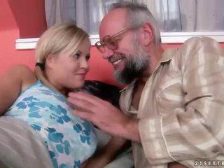 Datuk dan remaja having menyeronokkan dan panas seks