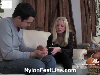 Paulina と adam パンスト footfuck フィルム