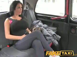 Faketaxi chương trình cô gái với to tits fucks vì tiền mặt