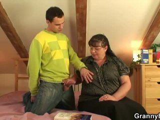 Oma bet: groß vollbusig oma fick jung junge.
