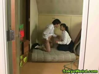 Asiatique écolière baisée dur