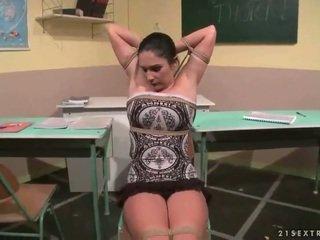 Treyler kız punishing onu seksi ters grup seks