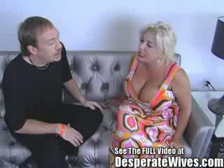 Szajha feleség claudia marie gets szar által trágár d és swallows övé forró load a spunk