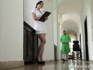 नर्स abbie