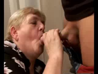 Excitat bunicuta gilf swallowing gagica penis