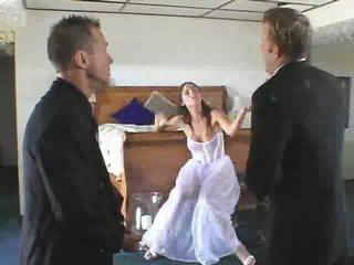 حار عروس إلى يكون gets إلى ل steamy مجموعة من ثلاثة أشخاص فيديو