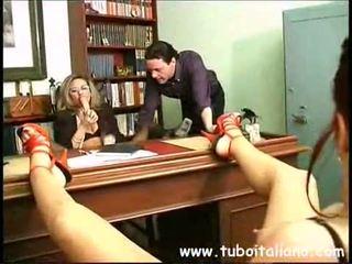 Piss; italien female directeur
