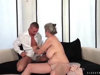 חזה גדול סבתא enjoys חם סקס עם שלה boyfriend