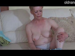 Solo ronde vieille masturbate