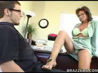 Bos teasing employe !