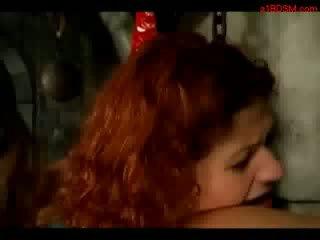 Rūdmataina meitene tied līdz pillar spanked whipped licking pavēlniece zābaki uz the apakšzemes cietums