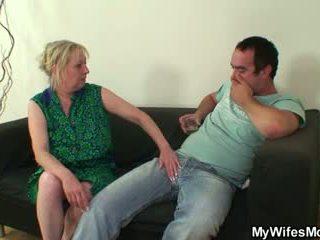 Kutas głodny mother-in-law seduces go