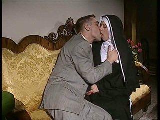 Drovus vienuolė gets jos šikna pakliuvom ir veidas spermed