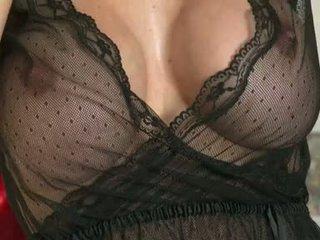 Lusty brunetė mckenzie lee receives taip karštas su jos turas meaty jugs į jos sofa