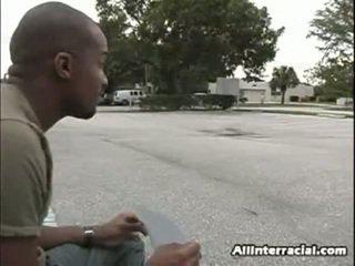 Morgan was את walking כאשר היא spotted a homeless male ש said הוא lost שלו בית ב a hurricane. being a sensuous ו - gullible samaritan היא הוא, היא offered שלו כמה אוכל, shelter ו - מים ב